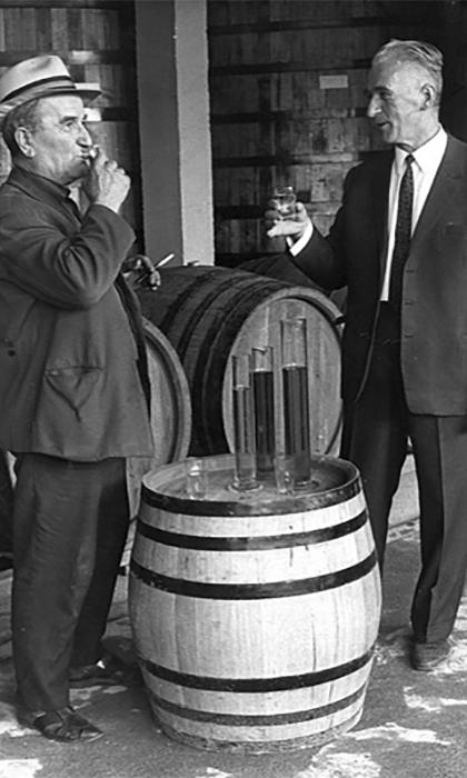 Godina 1963, opančar Rade Subotić i Radojica Jovanović nepogrešivi degustator