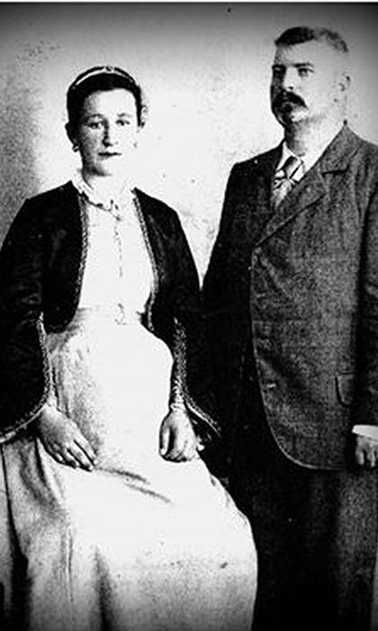 Mališa Atanacković sa ženom Jelenom. u vreme kada je pravio kuću na Rakijskoj pijaci
