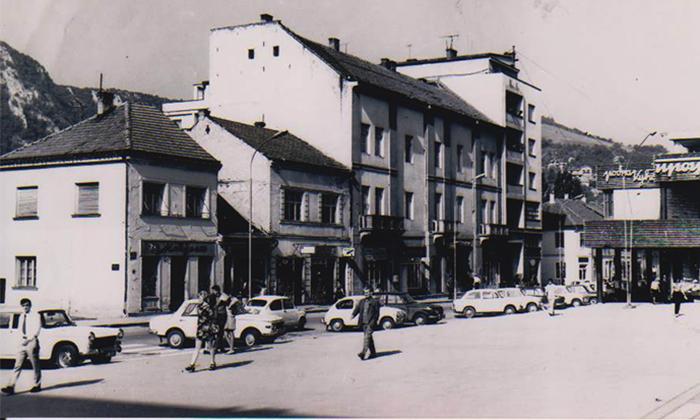 Blok zgrada na Trgu koji je srušen, da bi se izgradio hotel Sivonja i Koning zgrada
