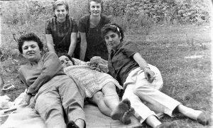 Sa Prvomajskog uranka na Zlatiboru žene iz užičke Pošte, opusteno, drugarski i veselo (poslala Dr. Suzi)