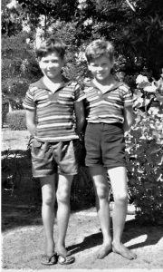 Klinci šezdesetih, kratke pantalone, šarene italijanske majice, japanke ili bosi