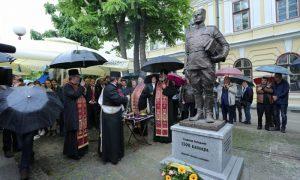 Spomenik ispred Užičke Gimnazije, uspomena na legendarni đački pataljon