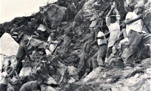 Zlatiborska omladinska radna brigada na samom početku gradnje Valjaonice