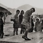 """Deca iz pedesetih igraju na """"Lipi"""" školice (foto Vlajko Kovačbvić)"""