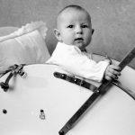 Predratna luksuzna tapacirana dečija kolica snimljena u Užicu 1946. godine