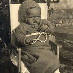 Nije Duško Radović, to sam ja beba, u dvorištu u Omladinskoj 28 pored jorgovana kada sam slomio zvečku