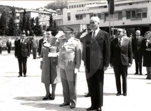 Predsednik užičke opštine Velimir Dogandžić sa Titom na Trgu.