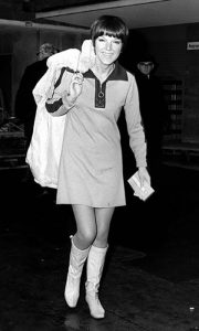 Meri Kvant - plasirala je minić i vruće pantalonice