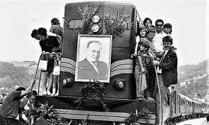 . Jula 1972. dovukla je dizelka sa velikom Titovom slikom