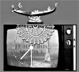 Moda, muzička gondola iz Trsta zajedno sa tada obaveznim miljeom na televizorima