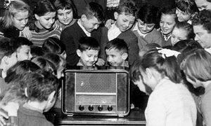Slušanje emisija Radio Beograda je organizovano po osnovnim školama