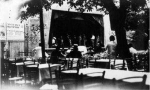 """Kafane i kafanske kao """"Grbiča arena"""" bašte u vremenu između dva sv. rata Užicu su bile neodvojive od putujućih pozorišta I bioskopa"""