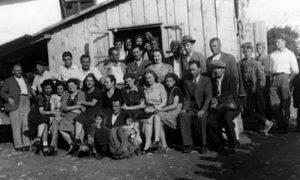 Prvi ansambl užičkog Narodnog pozorišta prilikom osnivanja 1943.