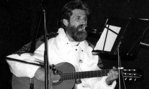 Užički trubadur Mićo Kauboj nastupa na Trgu partizana