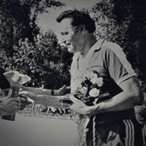 Raškin na svojoj poslednjoj jubilarnoj utakmici prima pehar za doprinos u razvitka užičkog sporta