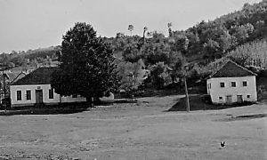 Nekadašnja kafana, škola i Lipa, mesto gde je Žikica započeo ustanak