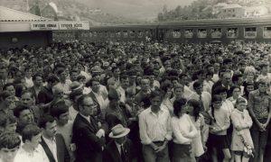 Užičani okupljeni na Teretnoj stanici u Krčagovu 3. jula 1972. godine