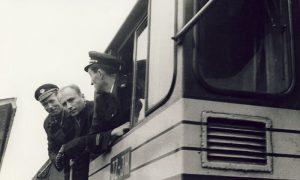 Prvi voz normalnog koloseka od Valjeva do Užica dovukla je dizel lokomotiva, nažalost nije ostalo zapisano ko je bio mašinovođa i njegov pomoćnik i kondukter