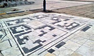 """Mermerni mozaik koji predstavlja deo Donje varoši zvane """"Žitni pijac"""""""